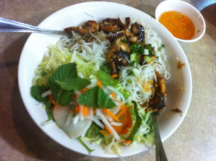 bun tom nuong (vermicelli with grilled shrimp)