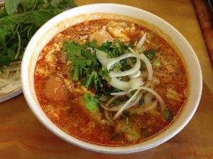 bun rieu (crab noodle soup)
