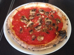 marinara pizza with mushrooms