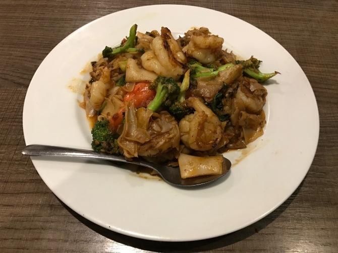 gwedia graprao with shrimp