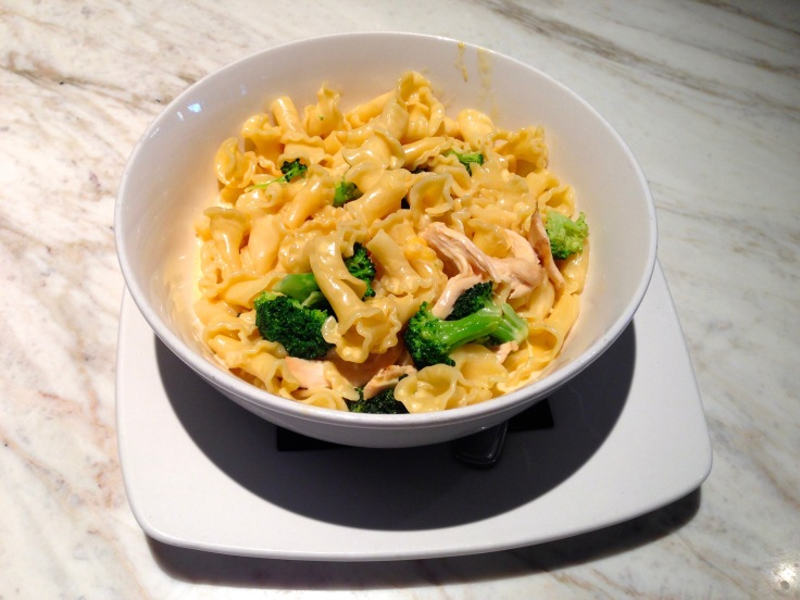 Mac-and-cheese with chicken and broccoli