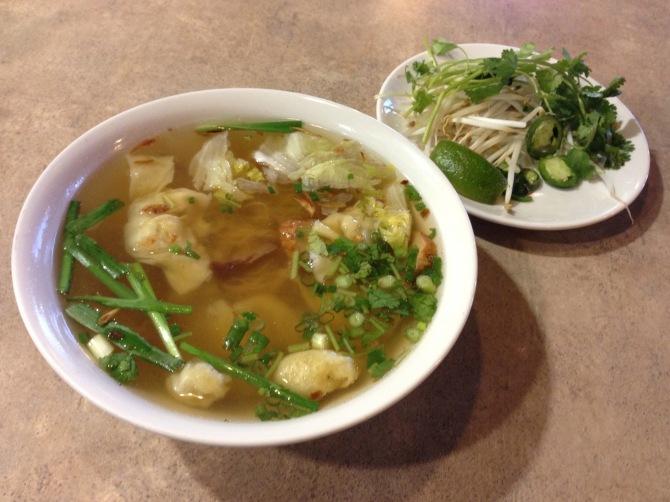 mi hoanh thanh (wonton noodle soup)