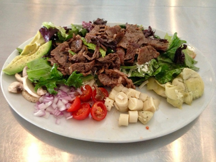 Hanny's market salad with steak