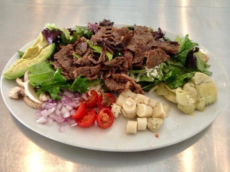 Hanny's market salad with steak
