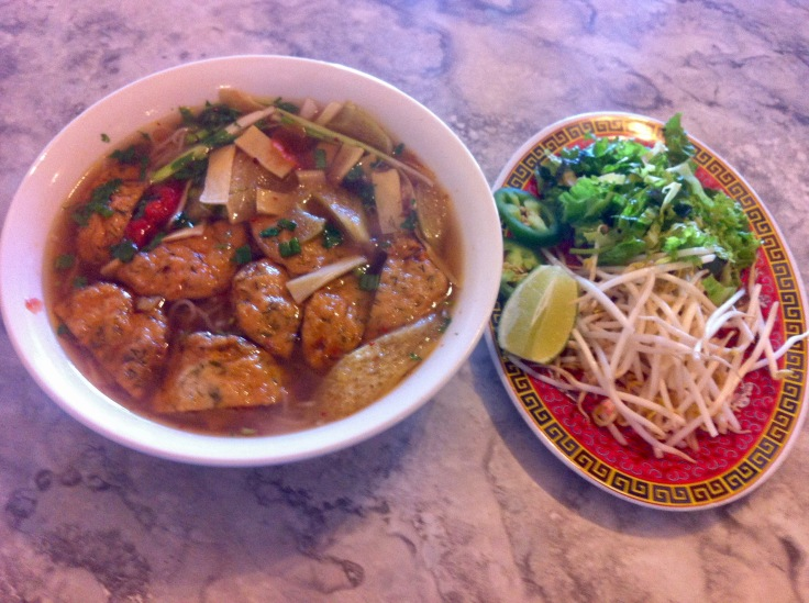 bun cha ca (noodle soup with fish cakes)