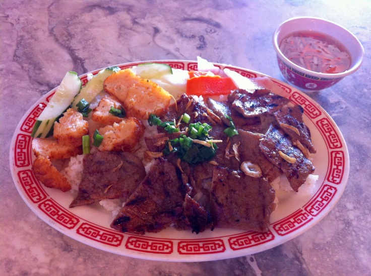com tam choa tom bo nuong (shrimp cake and grilled beef over broken rice)