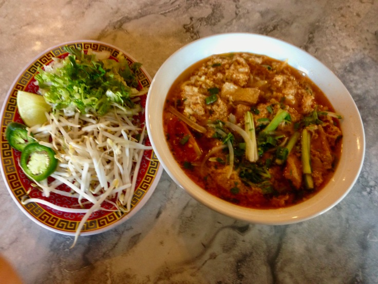 bun rieu (shrimp and crab noodle soup)