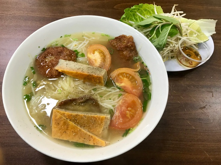 bun cha ca (noodle soup with fish cakes)